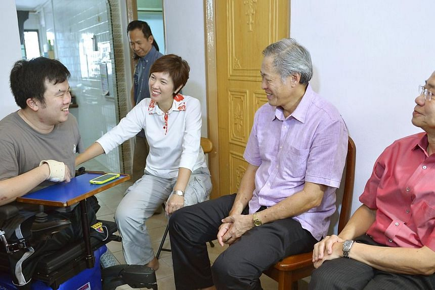 Defence Minister Ng Eng Hen (second from right) visited injured navy serviceman Jason Chee (left) at his home on Sunday, July 14, 2013, about a month since Mr Chee was discharged from hospital. Dr Ng, who is also MP for Bishan-Toa Payoh GRC, met