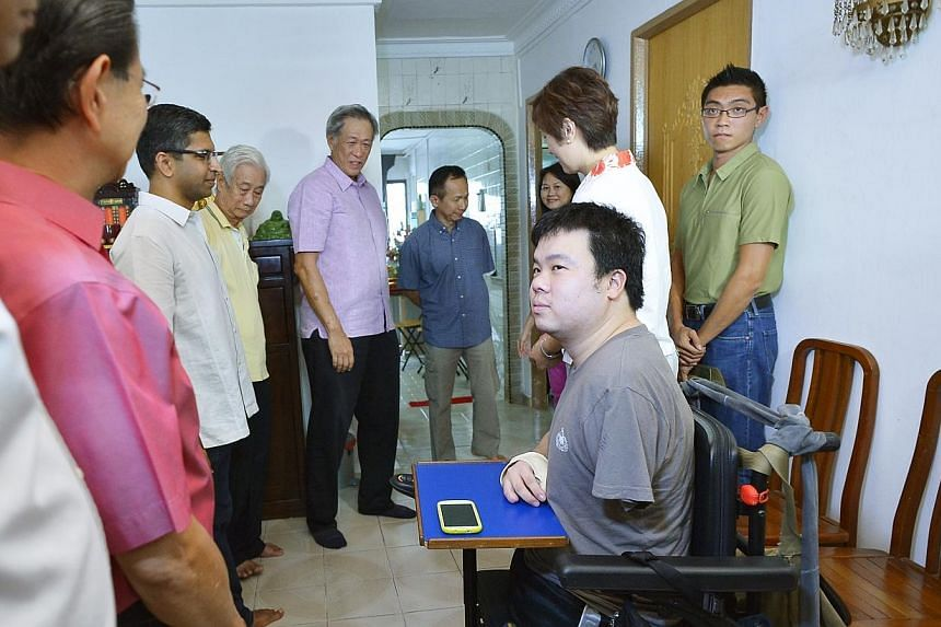 Defence Minister Ng Eng Hen visited injured navy serviceman Jason Chee at his home on Sunday, July 14, 2013, about a month since Mr Chee was discharged from hospital. Dr Ng, who is also MP for Bishan-Toa Payoh GRC, met Mr Chee at his Shunfu Road