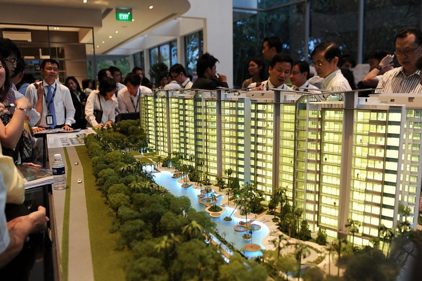 Home buyers at the preview sales at Hundred Trees condominium. Home buyers seeking fixed interest loans to cushion themselves from the effect of an expected rise in global interest rates will find that some banks have already hiked their offers. -- S