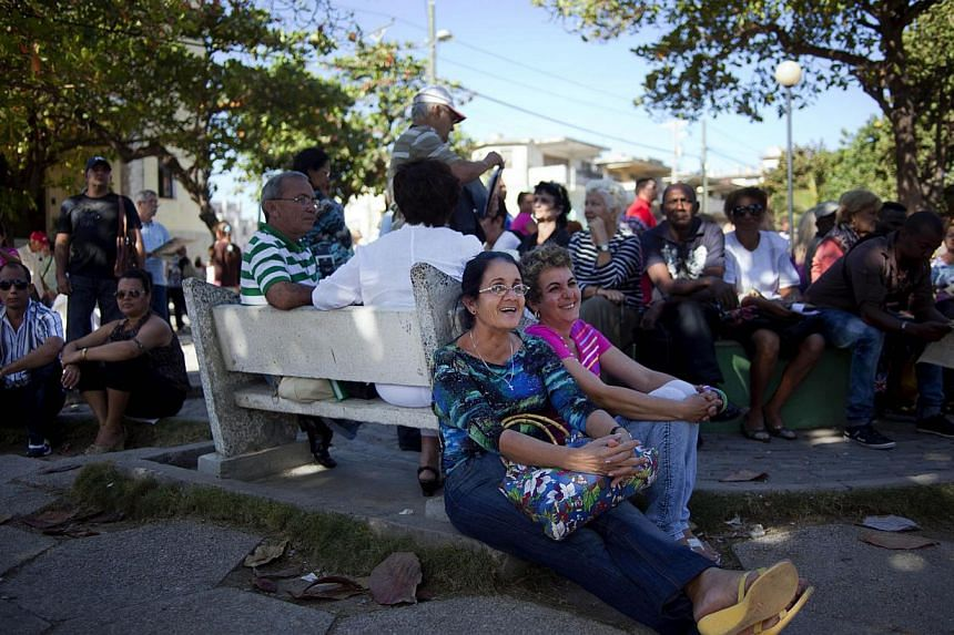Cubans wait to enter the United States (US) Interests Section to apply for US visas in Havana, Cuba, on Jan 14, 2013. US and Cuba held migration talks on Wednesday, despite news that Panama had impounded a North Korean freighter carrying Cuban missil