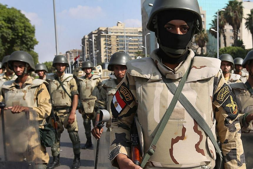 Egyptian army special forces soldiers stand guard near the Republican Guard headquarters, in Cairo, Egypt, on Friday, July 19, 2013.-- PHOTO: AP