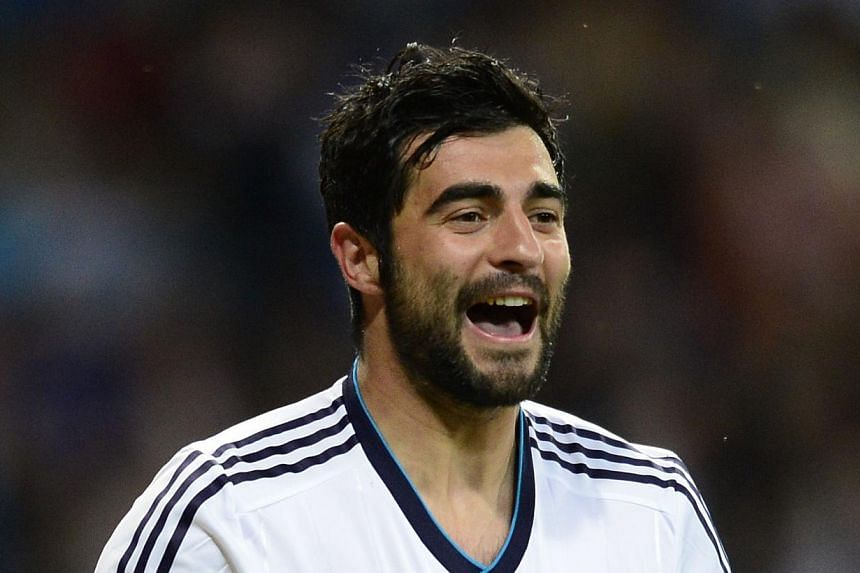 Napoli have agreed to buy Spain centre-back Raul Albiol (above) from Real Madrid, the Italian Serie A club said on Sunday, July 21, 2013. -- FILE PHOTO: AFP