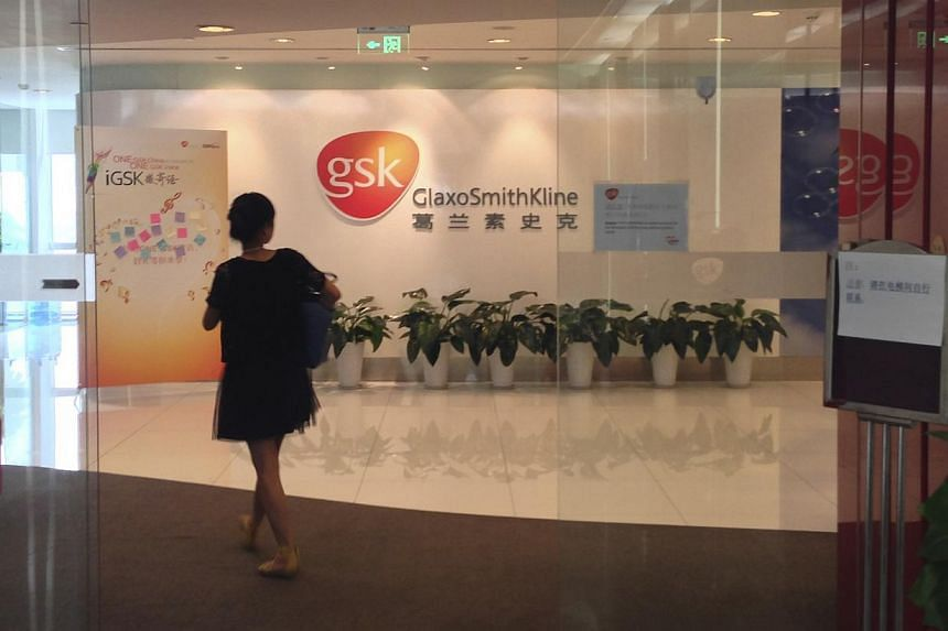"""A Chinese employee walks into a GlaxoSmithKline (GSK) office in Beijing, on July 19, 2013. Chinese police urged British drugs firm GlaxoSmithKline (GSK) to """"fully cooperate"""" with a bribery investigation in a meeting with a visiting executive, accordi"""