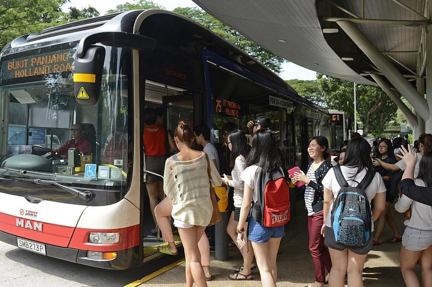 Commuters boarding a bus outside Ngee Ann Polytechnic. Researchers at the Future Cities Laboratory in NUS University Town analysed anonymous ez-link smart card data for a week's worth of trips and found that on average, a commuter has a one in thre