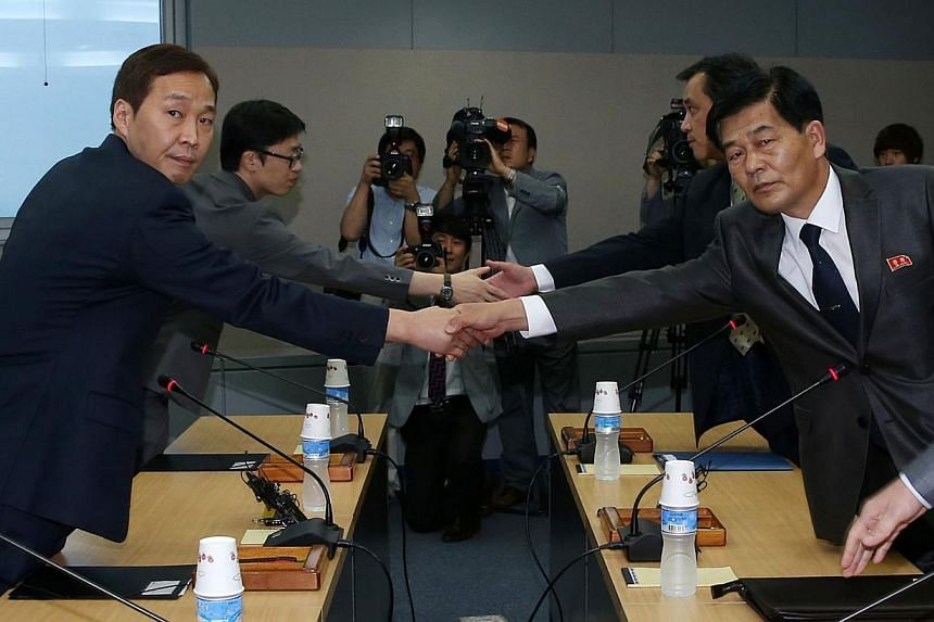 Head of the South Korean working-level delegation Kim Ki Woong (right) speaks with his North Korean counterpart Park Chol Su during their talks at the Kaesong Industrial District Management Committee in Kaesong on Monday, July 22, 2013. North and Sou