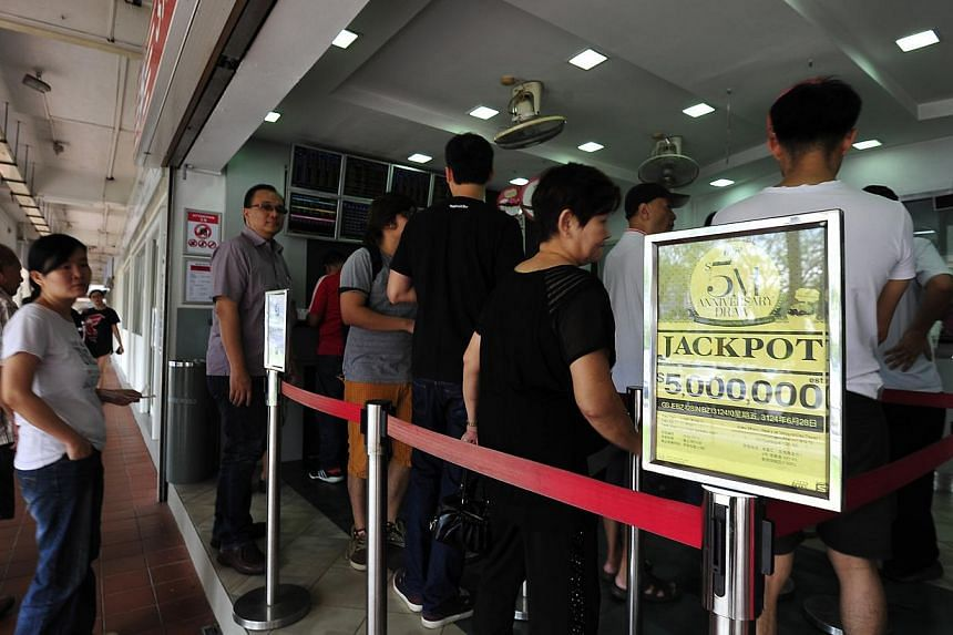 Long queues were seen forming outside a Toto shop on May 17, 2013. Singapore Pools will hold a National Day Toto draw with an estimated jackpot of $5 million to commemorate Singapore's 48th birthday. -- ST FILE PHOTO: DIOS VINCOY JR