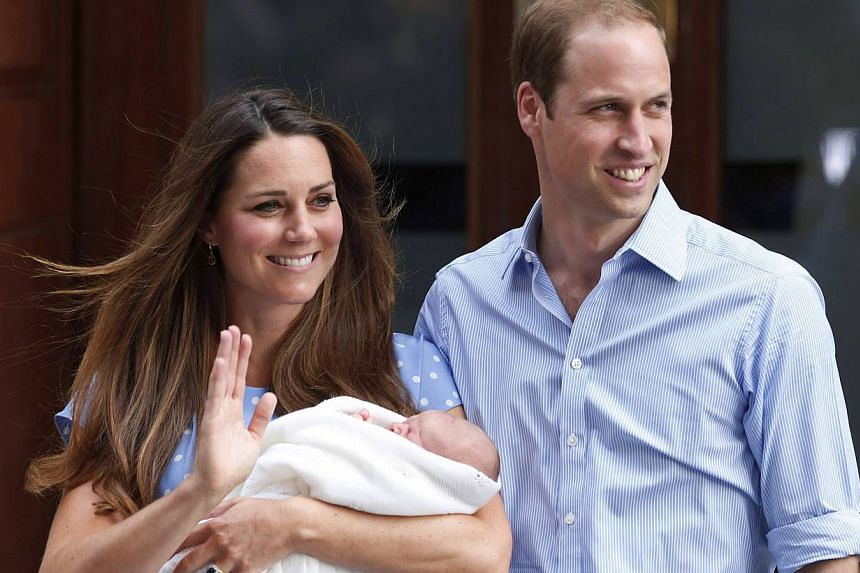 Britain's Prince William and Kate, Duchess of Cambridge, hold the Prince of Cambridge on July 23, 2013, outside St Mary's Hospital's exclusive Lindo Wing in London, where the Duchess gave birth on July 22. -- PHOTO: AP