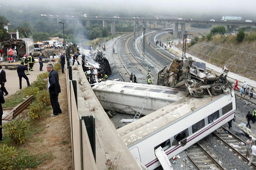 Rescue workers pull victims from a train crash near Santiago de Compostela, north-western Spain, on July 24, 2013. At least 20 people died after a train derailed on Wednesday, local Galician television and the Cadena Ser radio station reported.