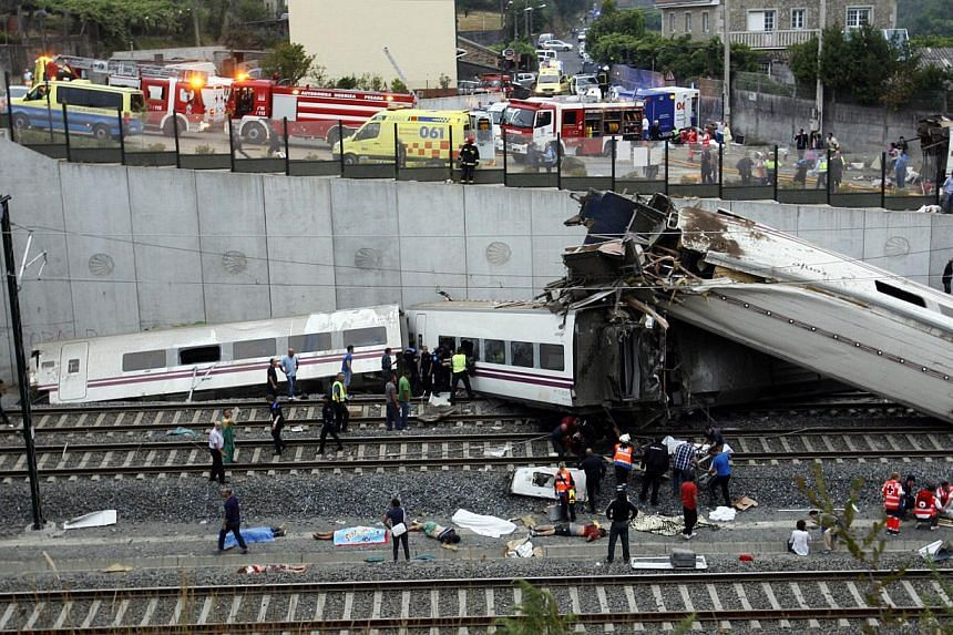 Rescuers work at the site of a train accident near the city of Santiago de Compostela on July 24, 2013. At least 20 people died after a train derailed on Wednesday, local Galician television and the Cadena Ser radio station reported. -- PHOTO: AFP