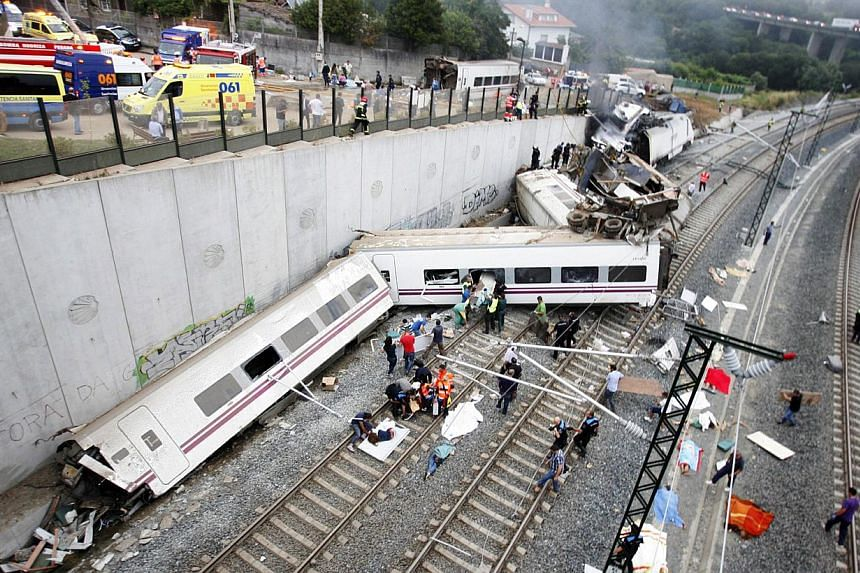 Derailed cars are seen at the site of a train accident near the city of Santiago de Compostela on Wednesday, July 24, 2013. -- PHOTO: AFP