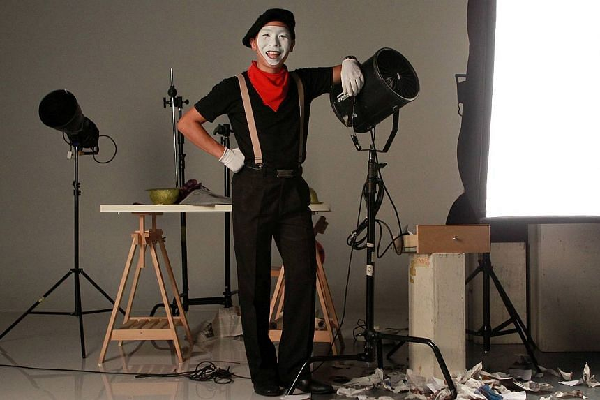 Professional entertainer Alan Lim, 35, also known as Alan Extreme, in the photo studio for National Day 48 Singaporean Seconds project. -- ST PHOTO: NEO XIAOBIN