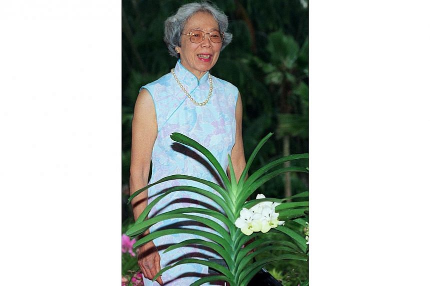 Mrs Lee Kuan Yew poses at the Botanic Gardens, with an orchid named after her. -- ST FILE PHOTO: ALBERT SIM