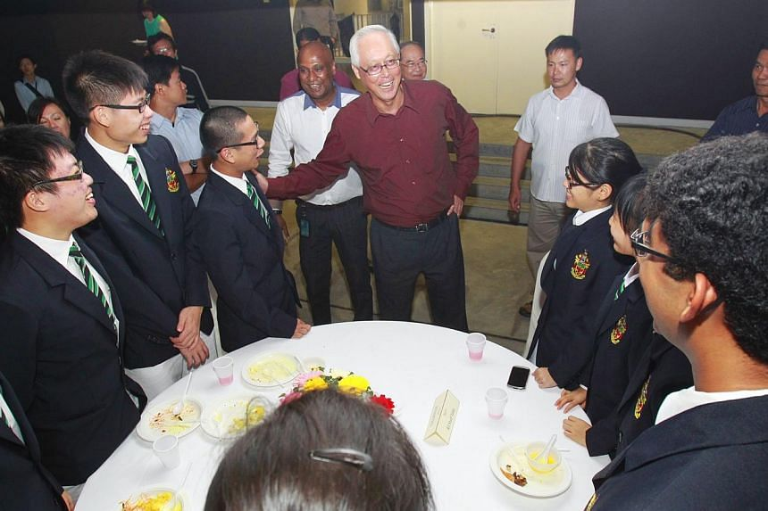 Emeritus Senior Minister Goh Chok Tong (centre) speaks to Raffles Institution students at the Raffles Homecoming Dinner for alumni on Saturday, July 27, 2013. Mr Goh on Saturday evening warned of the threat of elitism, saying it can divide the i
