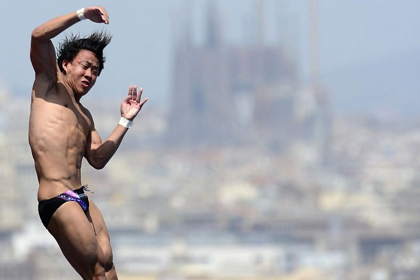 Malaysia's Ooi Tze Liang competes in the men's 10m platform semi-final diving event in the Fina World Championships at the Piscina Municipal de Montjuic in Barcelona on Saturday, July 27, 2013. -- PHOTO: AFP