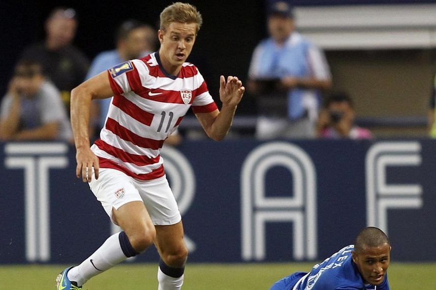 Stuart Holden (left) of the US moves the ball away from Honduras' Alexander Lopez during their CONCACAF Gold Cup soccer match in Arlington, Texas on July 24, 2013. Holden was diagnosed with a torn right knee ligament on Monday, dimming some of the jo