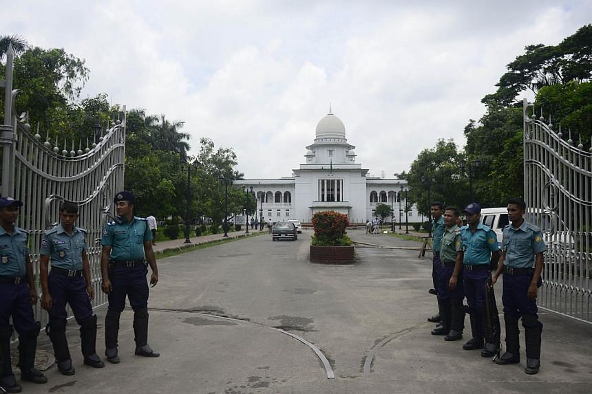 Bangladeshi police stand guard in front of the high court in Dhaka on Thursday, Aug 1, 2013. Security was tight in the Bangladeshi capital on Thursday as a top court was set to rule on whether to ban the nation's biggest Islamic party, with fears the