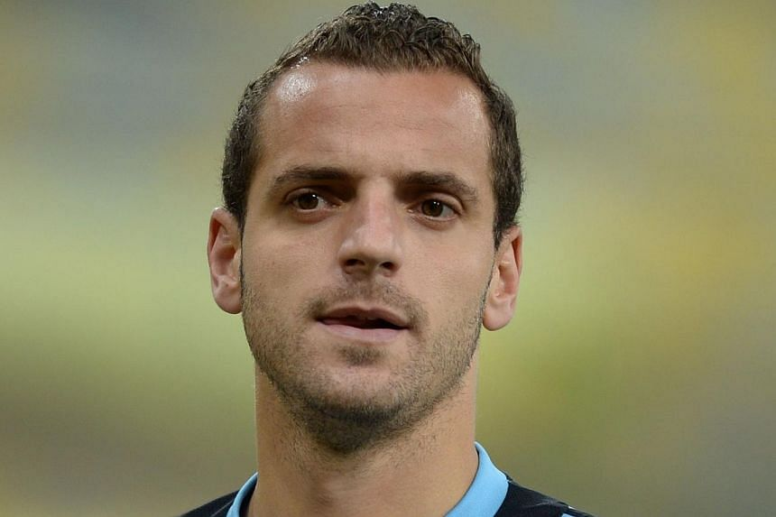Tottenham Hotspur have reached an agreement with Valencia for the transfer of Spain striker Roberto Soldado (above), the north London club said on Thursday, Aug 1, 2013. -- FILE PHOTO: AFP