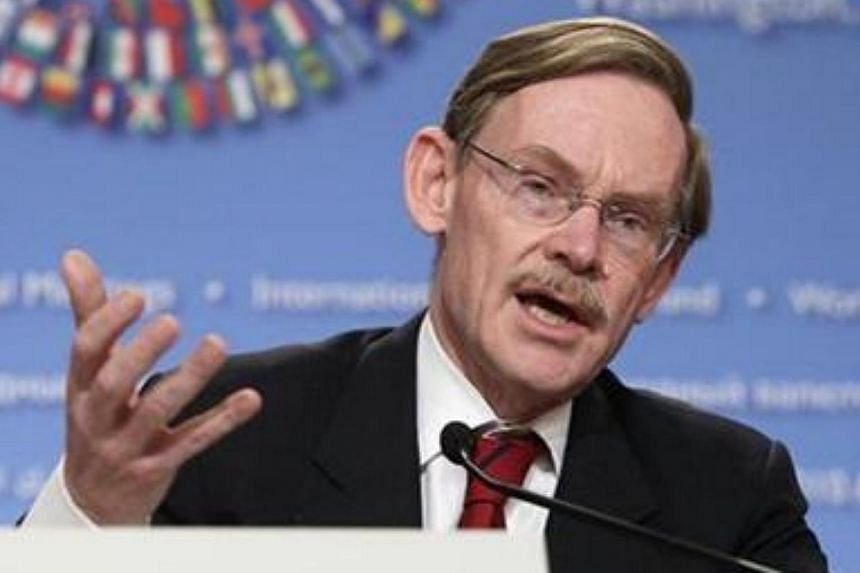 World Bank President Robert Zoellick speaks at the Development Committee news conference during the annual IMF-World Bank meetings in Washington on Oct 9, 2010. -- FILE PHOTO: REUTERS