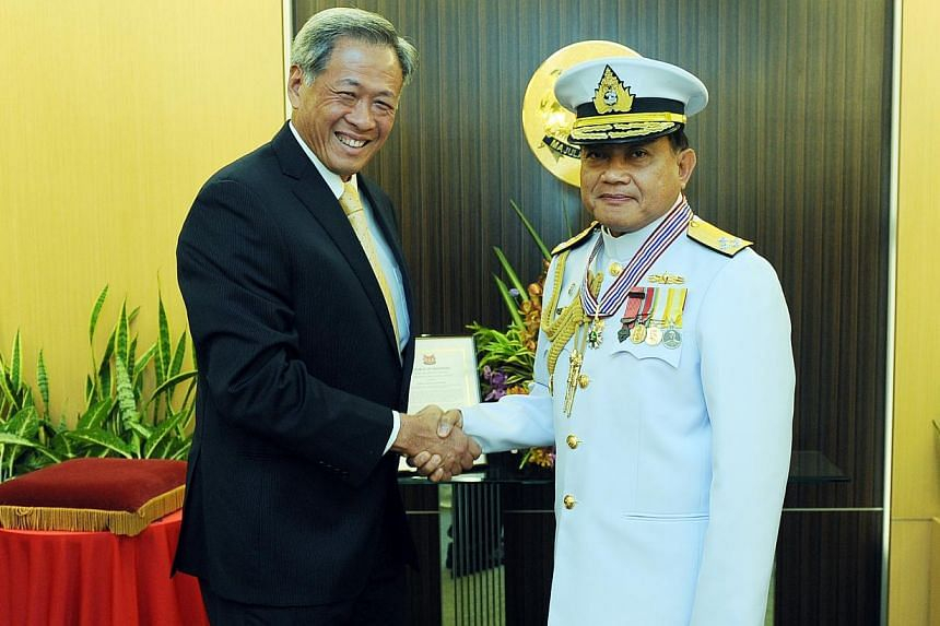 Minister for Defence Dr Ng Eng Hen congratulating Admiral (ADM) Surasak Rounroengrom at the Meritorious Service Medal (Military) investiture ceremony. -- PHOTO: MINDEF
