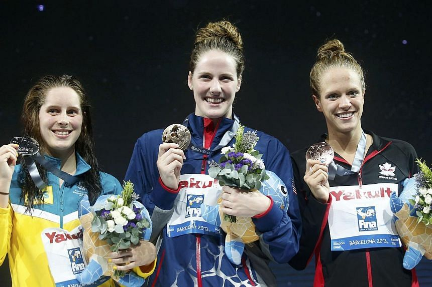 Gold medallist Missy Franklin of the U.S. (C) poses with other medallists at the the women's 200m backstroke victory ceremony during the World Swimming Championships at the Sant Jordi arena in Barcelona August 3, 2013. Australia's Belinda Hocking (L)