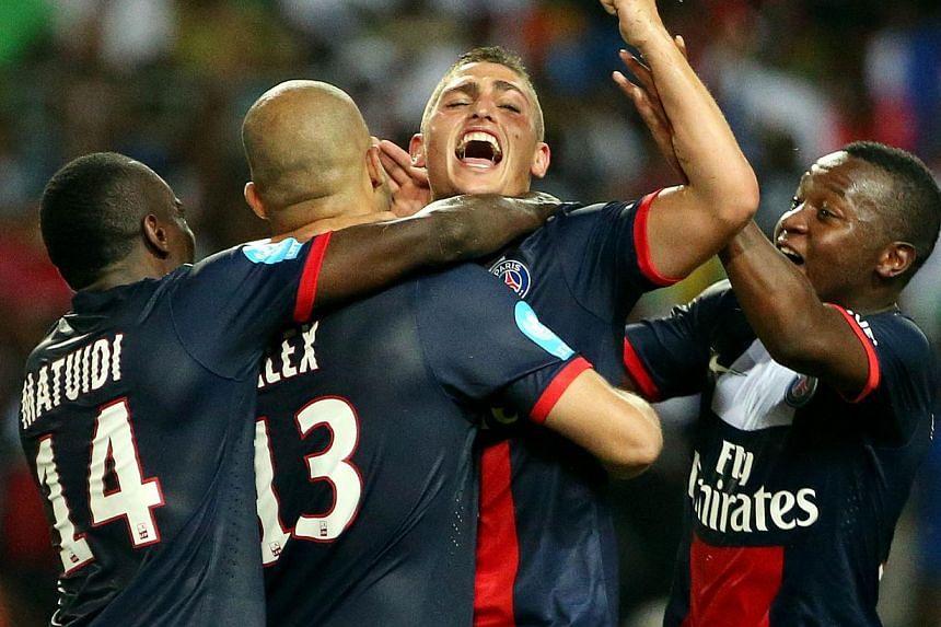 Paris Saint-Germain's Brazilian defender Alex Costa (C) is congratuled by teammate Paris Saint-Germain's French midfielder Blaise Matuidi (L) and Paris Saint-Germain's Italian midfielder Marco Verratti (R) during the French L1 Champions Trophy footba