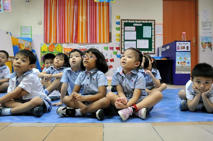 Pupils attend a Chinese reading lesson at the PAP Community Foundation Teck Ghee kindergarten on July 27, 2013. The Lee Kuan Yew (LKY) Fund for Bilingualism said on Monday, Aug 5, 2013, that it is supporting a new bi-weekly Chinese language publicati
