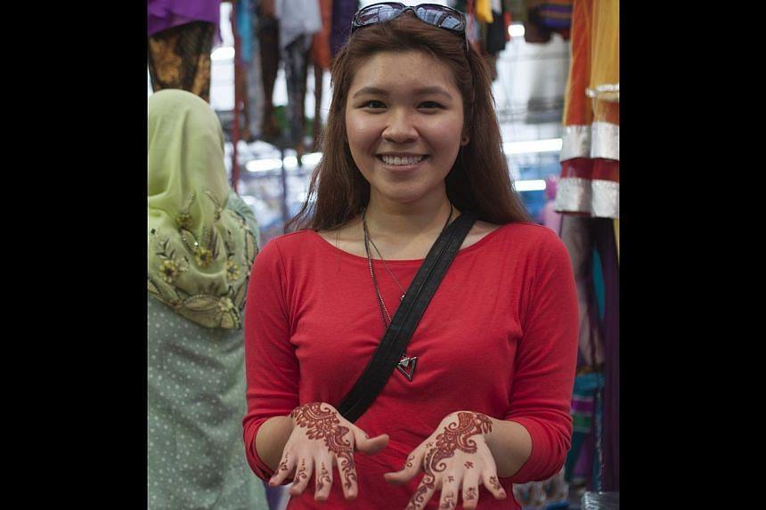 Ms Yasmin Sim, 22, had henna done on her hands at the Geylang Serai bazaar on the last weekend before Hari Raya Puasa. -- ST PHOTO: CHERYL FAITH WEE