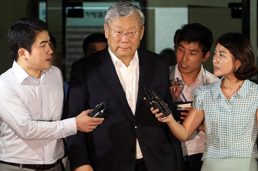 Chang Jae Ku (centre), owner of the Hankook Ilbo media group which includes several well-known dailies, magazines and a cable channel, has been arrested for embezzlement. -- FILE PHOTO: AFP