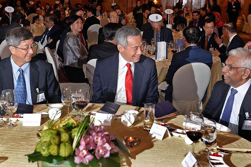 (From left) New Temasek Holdings chairman Lim Boon Heng, Prime Minister Lee Hsien Loong and former Temasek chairman Mr S. Dhanabalan at the Temasek 39th anniversary dinner at the Ritz Carlton on Tuesday, Aug 6, 2013. PM Lee led the tributes to newly