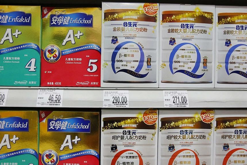 Mead Johnson Nutrition (left) and Biostime milk powder products are displayed on shelves at a supermarket in Beijing Aug 7, 2013. China's commerce ministry said on Wednesday that it would step up inspections of all imported dairy products in the wake