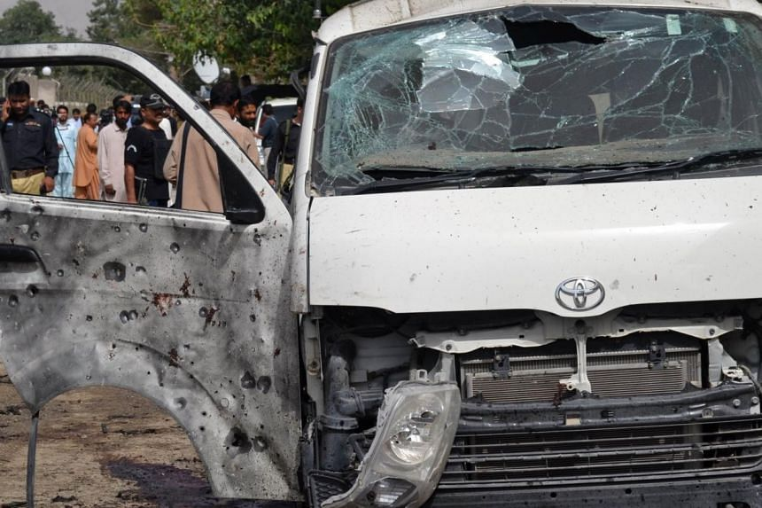 A suicide bomber killed 15 Pakistani police officers at the funeral of a policeman in the western city of Quetta on Thursday, in a scene captured live on television as cameras broadcast the event. -- PHOTO: AFP