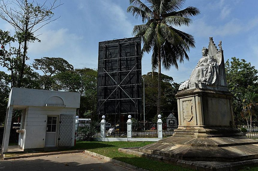 A statue of Britain's Queen Victoria stands at The Colombo Museum in Colombo on Thursday, Aug 8, 2013. -- PHOTO: AFP