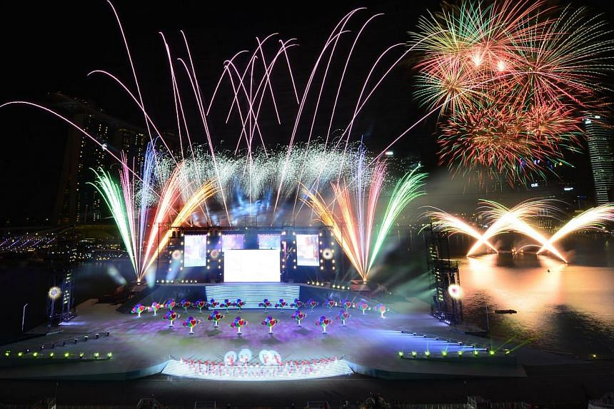 Fireworks marking the end of the 48th National Day Parade on Friday, Aug 9, 2013.--ST PHOTO:ALPHONSUS CHERN