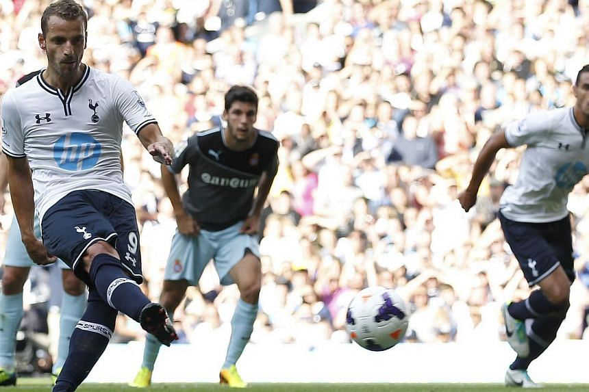 Tottenham Hotspur's Spanish striker Roberto Soldado (L) scores the opening goal from the penalty spot during the pre-season friendly football match between Tottenham Hotspur and Espanyol at White Hart Lane in north London on August 10, 2013.Sol
