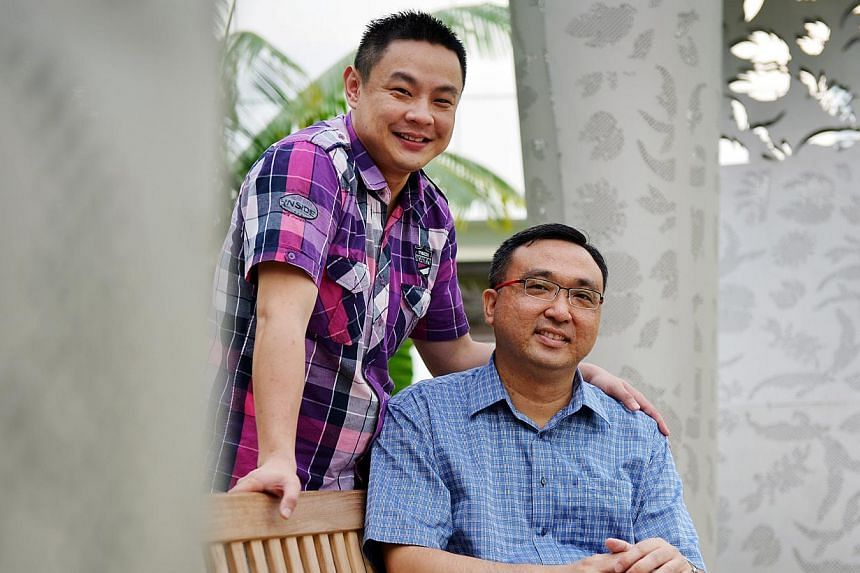 Recipient TOH LAI KENG (seated in picture with donor Tong Ming Ming). Mr Tong stepped forward in time after doctors said Mr Toh had a week to live. -- ST PHOTO: ALPHONSUS CHERN