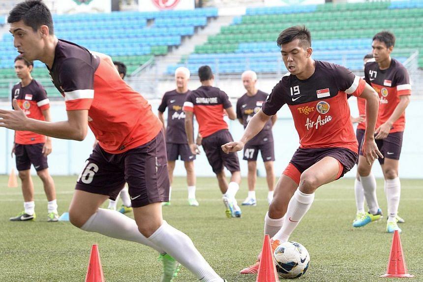 (From left) Shariff Samat and Khairul Amri at a national football team training at Jalan Besar Stadium, Aug 10, 2013. -- ST FILE PHOTO: LIM SIN THAI