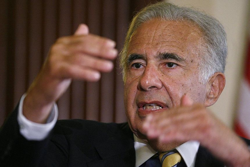Investor Carl Icahn speaks at the Wall Street Journal Deals & Deal Makers conference, held at the New York Stock Exchange, in this June 27, 2007 file photo. US stocks closed in positive territory on Tuesday as corporate raider Carl Icahn revealed