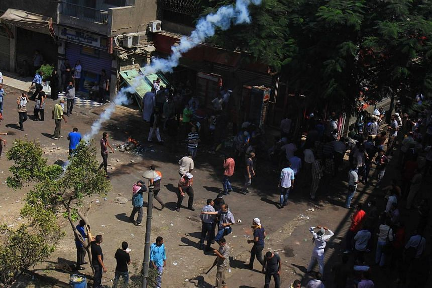 Supporters of Egypt's ousted President Mohamed Mursi clash with security forces in the eastern Nasr City district of Cairo, Egypt, Aug 14, 2013. Egyptian security forces crushed the protest camps of thousands of supporters of the deposed Islamist pre