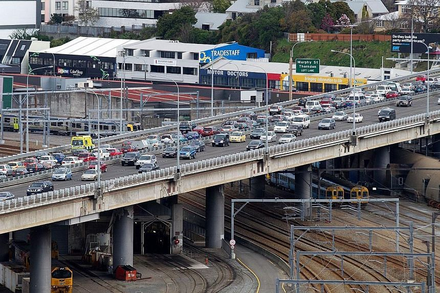 Motorists face gridlock on Wellington roads as people flee the city after a 6.5 earthquake hit central New Zealand on Aug 16, 2013. Police said they had received no reports of significant injury or damage. -- PHOTO: AFP