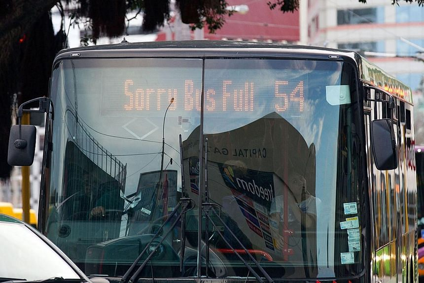 A Wellington bus shows a notice that it is filled to capacity as people flee the city after a 6.5 earthquake hit central New Zealand on Aug 16, 2013. Police said they had received no reports of significant injury or damage. -- PHOTO: AFP