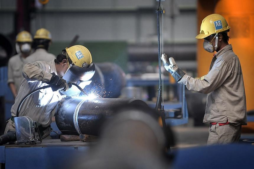 The Government understands the difficulties which small and medium enterprises (SMEs) face, and will try its best to help - though foreign worker numbers must still be controlled, Prime Minister Lee Hsien Loong said in his Chinese National Day Rally