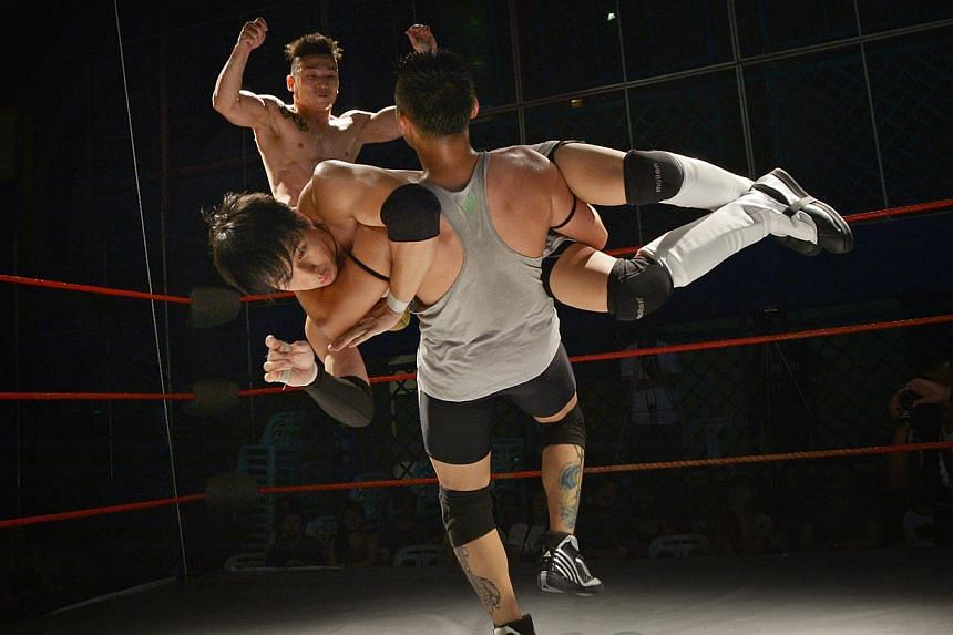"""Singapore's first pro wrestling league, Singapore Pro Wrestling, held its first major show called """"Breakthrough"""" at the Kampong Ubi Community Centre with 13 wrestlers on Aug 17 2013. -- ST PHOTO: ALPHONSUS CHERN"""