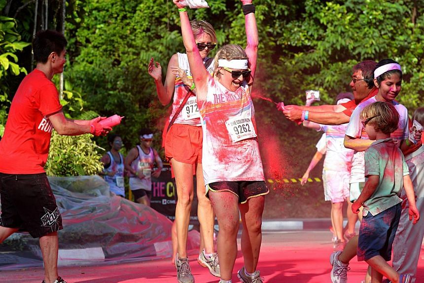 Pictures of participants being doused with coloured powder at The Color Run, held at Sentosa. -- ST PHOTO: NURIA LING