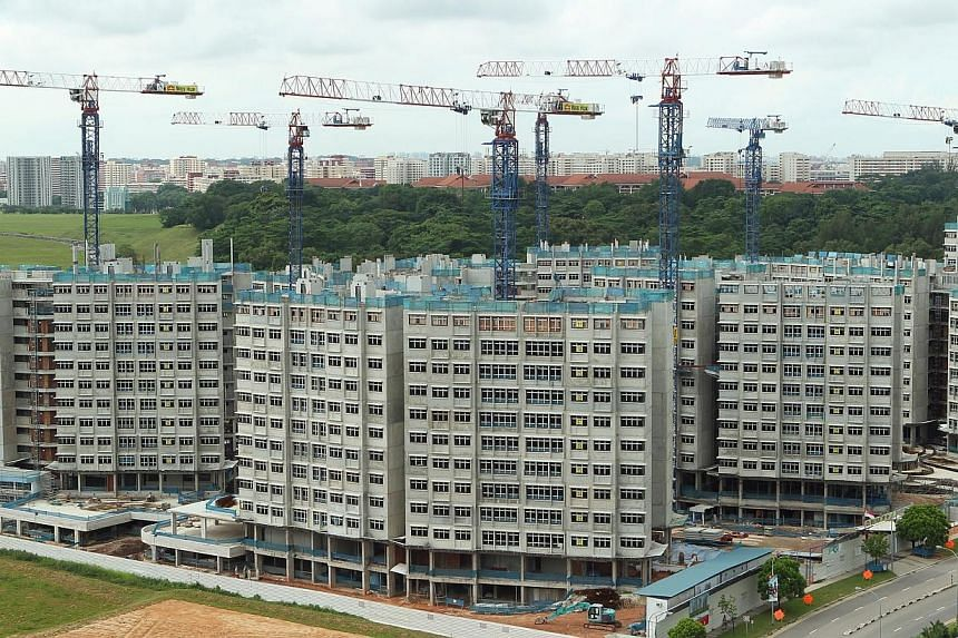 Middle-income families looking to buy a four-room flat for the first time will be eligible for a housing grant that was previously eligible only for buying two-room or three-room flats, said Prime Minister Lee Hsien Loong on Sunday. -- ST FILE PHOTO: