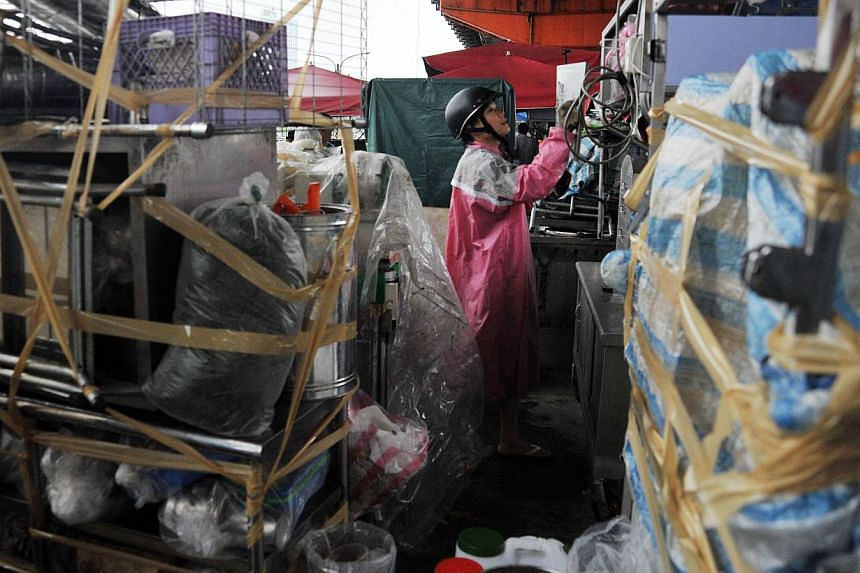 Residents pack up their food stands in preparation for Tropical Storm Trami in Taipei on Tuesday, Aug 20, 2013.Officials at the Central Weather Bureausaid the impact may be felt mostly from Wednesday night through Thursday morning.-