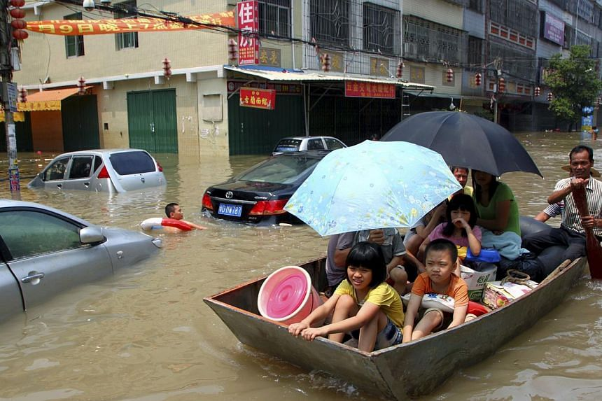 A boat carries residents out of a flooded area under the influence of Typhoon Utor in Shantou, Guangdong province, on Aug 20, 2013. Heavy rains killed 21 more people as flooding spread to north-west China, state media said on Wednesday. Severe weathe