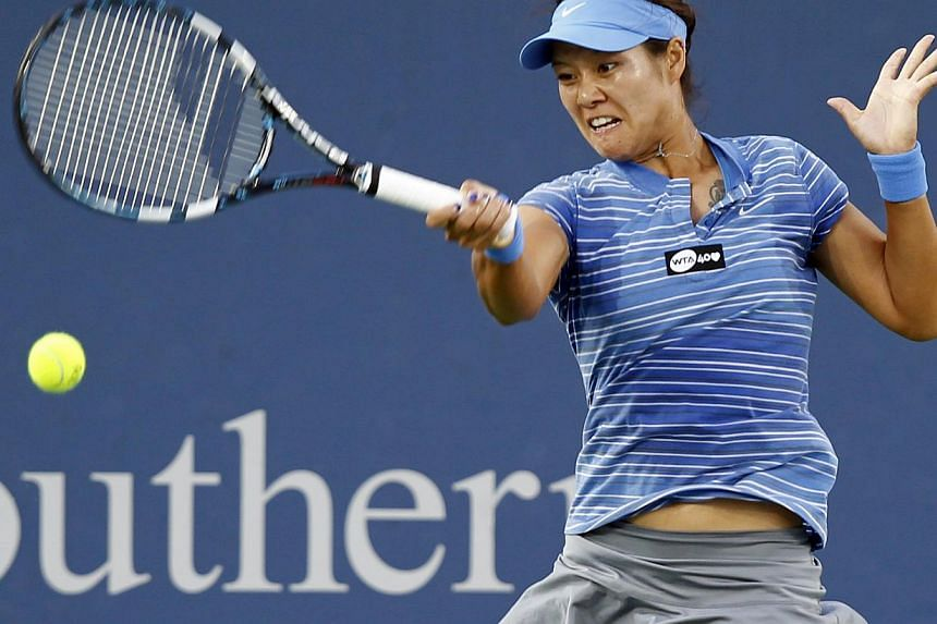 Li Na of China hits a return ball to Serena Williams of the United States in their semi-final round match at the Women's Cincinnati Open tennis tournament in Ohio on Aug 17, 2013. Li heads into next week's US Open eyeing a second Grand Slam crown but