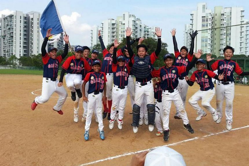 Montfort Secondary upset heavy favourites Raffles Institution 6-0 to clinch their first ever softball crown in the Schools National C Division boys' final on Thursday afternoon. -- PHOTO: JUANNA FUNG