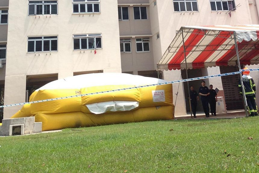 Rescuers from the Singapore Civil Defence Force (SCDF) have set up a Life Pack - a large air cushion designed to break the fall of a person when he lands - at the foot of an HDB block in Chai Chee. The Straits Times understands that police operations
