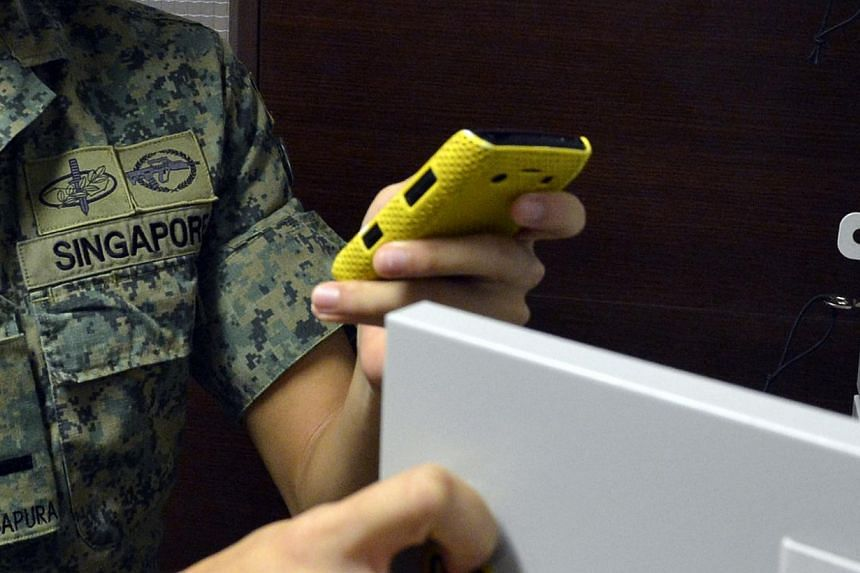 The Singapore Armed Forces has tweaked its restrictions on smartphones and other electronic devices.